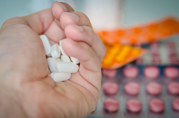 ¿Cómo interactúa el cannabis medicinal y los medicamentos?