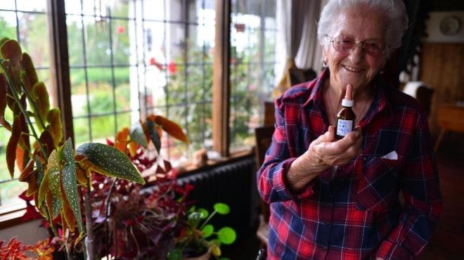 """Una mujer de 97 años con artrosis: """"el aceite de cannabis me devolvió la vida"""""""
