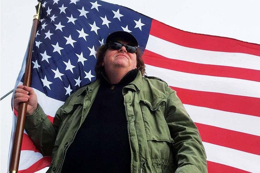 Michael Moore cree que votar por la marihuana legal es la forma de ganar a Donald Trump